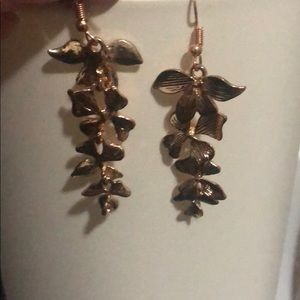 Jewelry - Dangling flower earrings